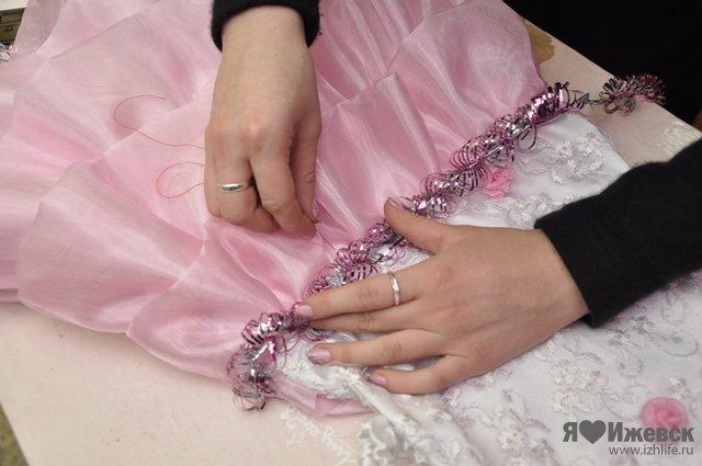 Чем украсить платье для девочки своими руками 186