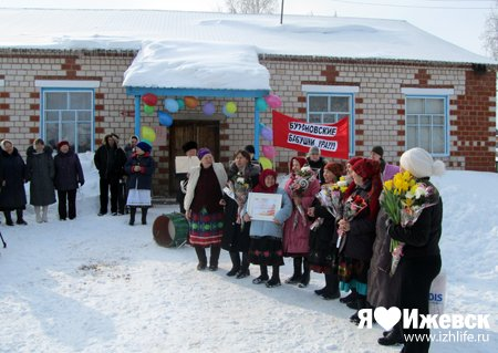В родном селе «Бурановских бабушек» встречали горячими перепечами и выступлением школьного ансамбля.