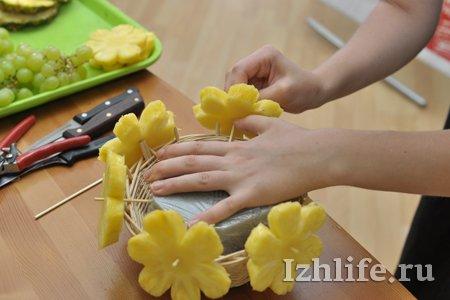 Букеты как сделать фруктовый букет с цветами мужчине февраля