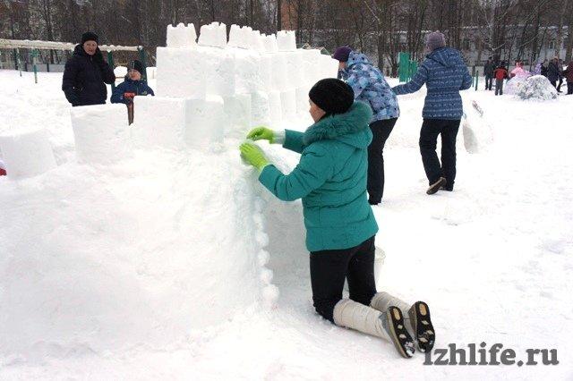 Как сделать ледяной городок для детей во дворе
