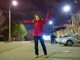 Журналистка «Центра» добилась того, чтобы во дворе включили фонари!