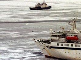 В Охотском море застряли 600 человек