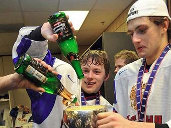 После бурной «пьянки» хоккеисты молодежной сборной наконец-то прилетели в Россию