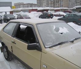 В Ижевске хулиганы устроили погром – пострадало несколько автомобилей