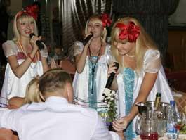 На корпоративах в Ижевске женят ведущих, а водку покупают за 30 000 рублей пол-литра
