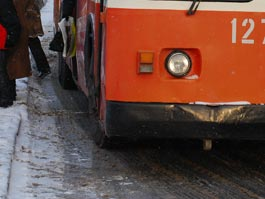 В Ижевске на трамвайных путях застрял троллейбус, движения в Металлург и на Буммаш приостановлено