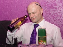 В Ижевске гуру барменского искусства России облили водкой