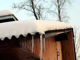 В Удмуртии из-за халатности хозяев и навалившегося снега обрушилась стена дома