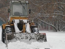 В Удмуртии во время уборки снега тракторист сбил пешехода