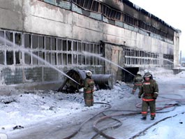 Пожар на складе в Перми: люди оказались запертыми в помещении