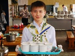 В Удмуртии школьники будут расплачиваться за обеды электронными картами