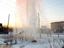 В Ижевске из-за порыва коммуникаций образовался 10-метровый фонтан