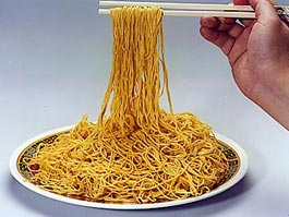 Китайцы изготовили лапшу длиной более 1,7 км