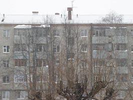 В Ижевске починили рухнувшую под тяжестью снега кровлю жилого дома