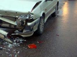 На трассе Ижевск-Завьялово неопытная девушка-водитель врезалась в столб