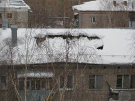 В Ижевске в доме по ул. 9 Января провалилась крыша