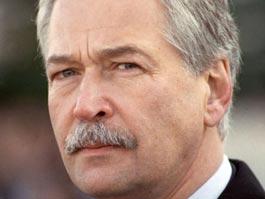Глава единороссов обязал депутатов «стукачить» на взяточников