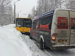 Из-за снегопада в Ижевске произошло в два раза больше аварий