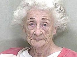 В США 92-летняя старушка расстреляла соседа, отказавшегося ее поцеловать