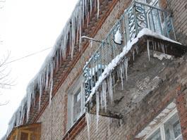 После вмешательства прокуратуры Ижевска с крыш детских садов убрали снег и сосульки