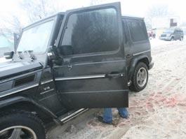 Водитель джипа расстрелял пешеходов из травматики