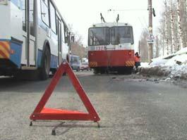 В Ижевске троллейбус задавил пенсионерку прямо на остановке