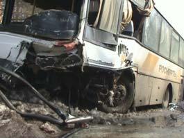 На трассе под Ижевском автобус с нефтяниками раздавил «Матиз»