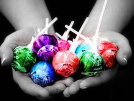 В Ижевске около лицея сумасшедший педофил кормил девочек конфетами