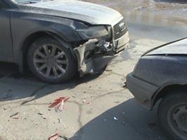 В Ижевске в ДТП из-за «гонок» по сухому асфальту разбились две дорогие иномарки