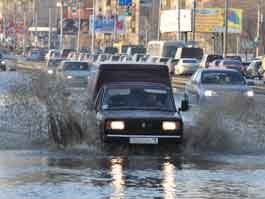 Весенний паводок в Ижевске: горожане тонут в лужах