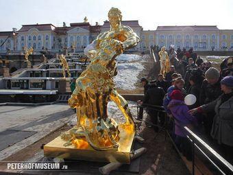 Петергофского «Самсона» покрыли почти килограммом золота