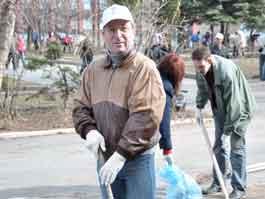 Где сегодня в Ижевске можно увидеть чиновников с метлами и граблями