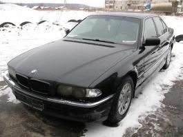 В Ижевске потенциальный покупатель угнал BMW
