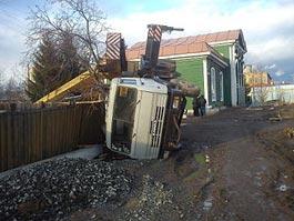 В Удмуртии упал многотонный автокран
