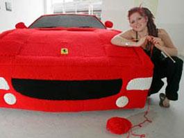 Студентка связала Ferrari из 20 км шерсти