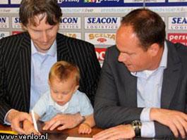 В Нидерландах футбольный клуб заключил контракт с 1,5-годовалым малышом