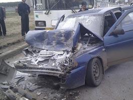 ДТП в Ижевске: пассажир и водитель такси «впечатались» в лобовое стекло