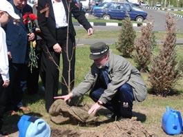 Ко Дню Победы в парке Кирова школьники и ветераны посадят деревья