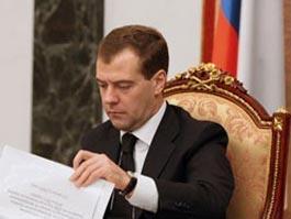Медведев увеличил стаж работы госслужащих для получения пенсии