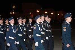 На ночной репетиции парада Победы ижевчан учили маршировать
