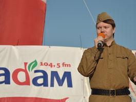 На радио «Адам» поют «Песни нашей Победы»