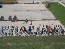 150 ижевских студентов выстроились в слово «Спасибо»