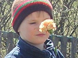 Ижевские чиновники подарили детскому приюту сад