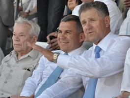Глава Удмуртии заработал за 2010 год меньше руководителей Башкирии и Татарстана