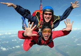В Удмуртии лучшие парашютисты страны покажут акробатические трюки в воздухе