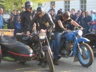 Байкеры объехали почти все музеи Ижевска