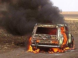 В Удмуртии в поле вспыхнул автомобиль