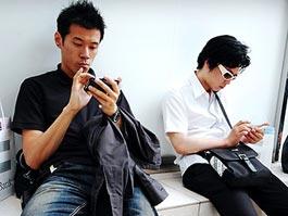 Японцам разрешили ходить на работу в джинсах и футболках
