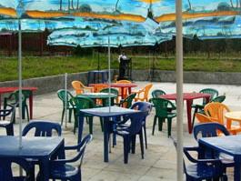 Летние кафе в Ижевске «завлекают» детскими площадками и  теплыми пледами