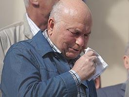 Юрия Лужкова экстренно увезли в больницу